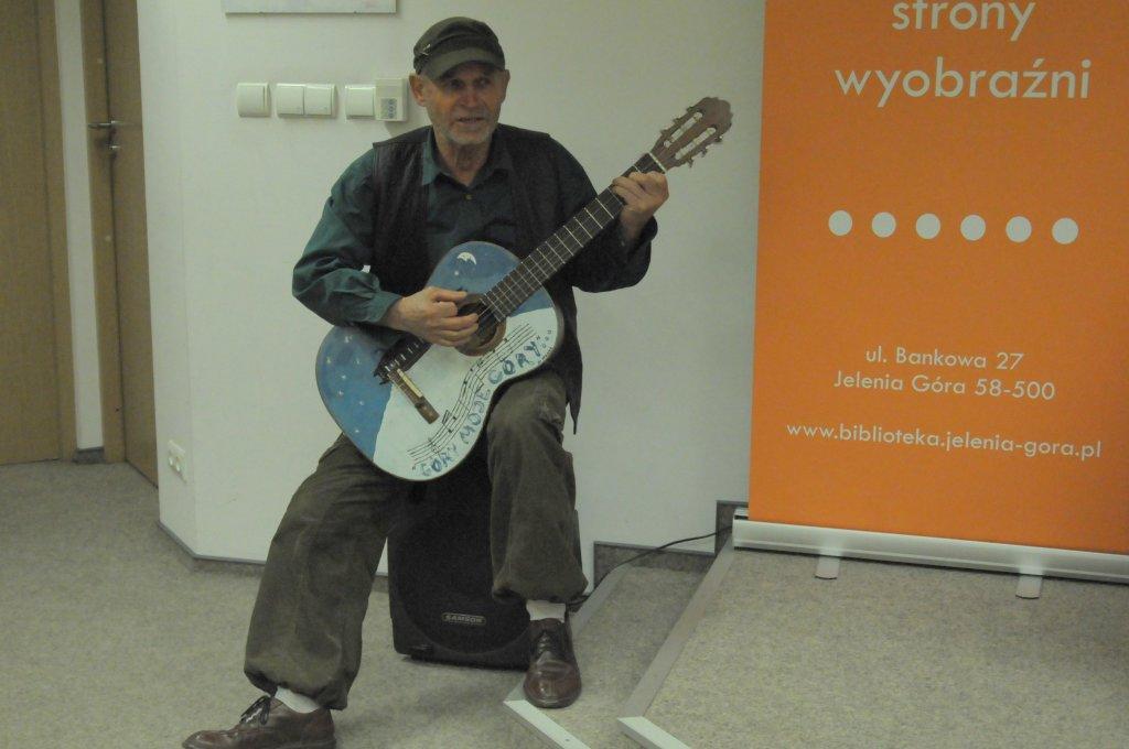Ryszard Stańko z gitarą...