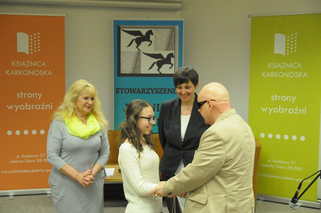 Gratulacje Julii składał także prezes Andrzej Bartyński